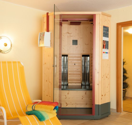 Physio-therm infrared cabin